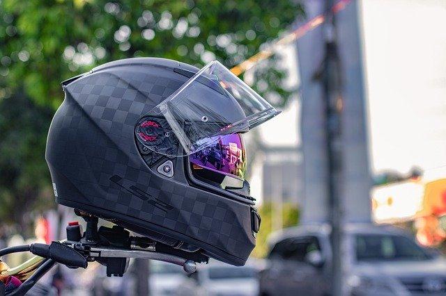 intercom moto pour dialoguer en conduisant sa moto